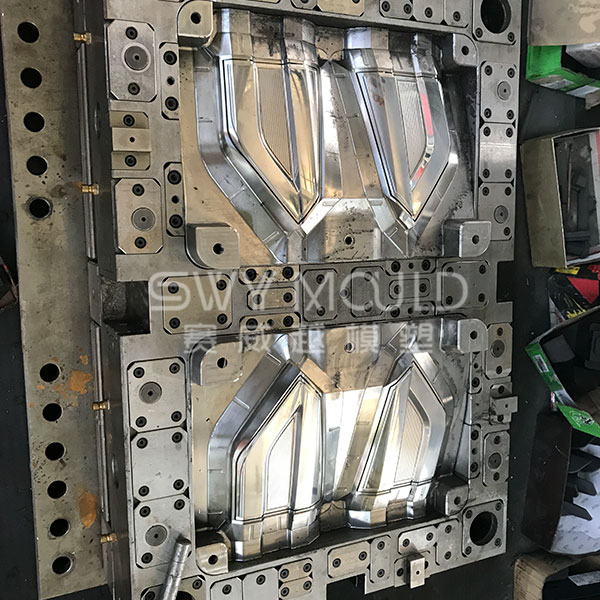 Auto Plastic Rear Lamp Injection Molding