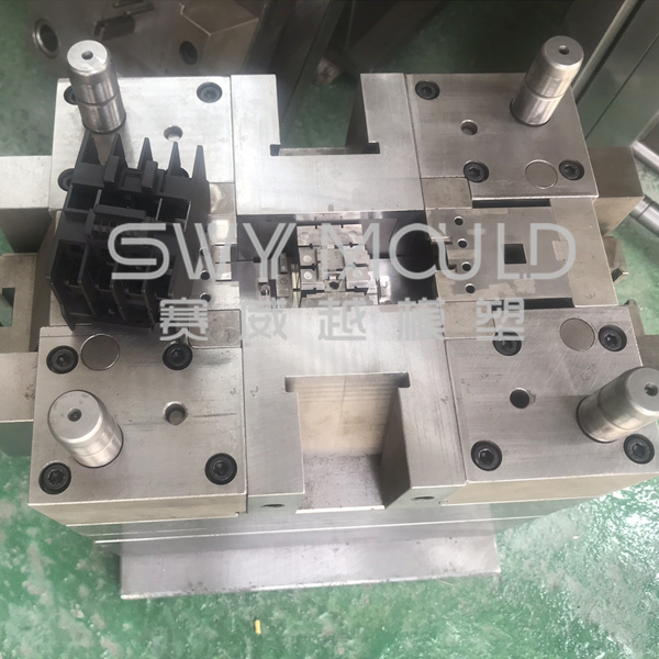 Molded-case Circuit Breaker Plastic Casing Mould