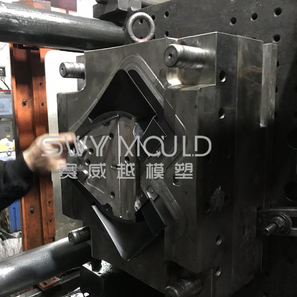 Plastic Automobile Mudguard Injection Molding