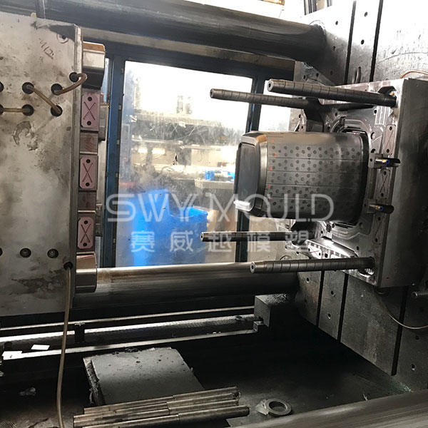 Exhaust Mechanism Of Plastic Box Mold