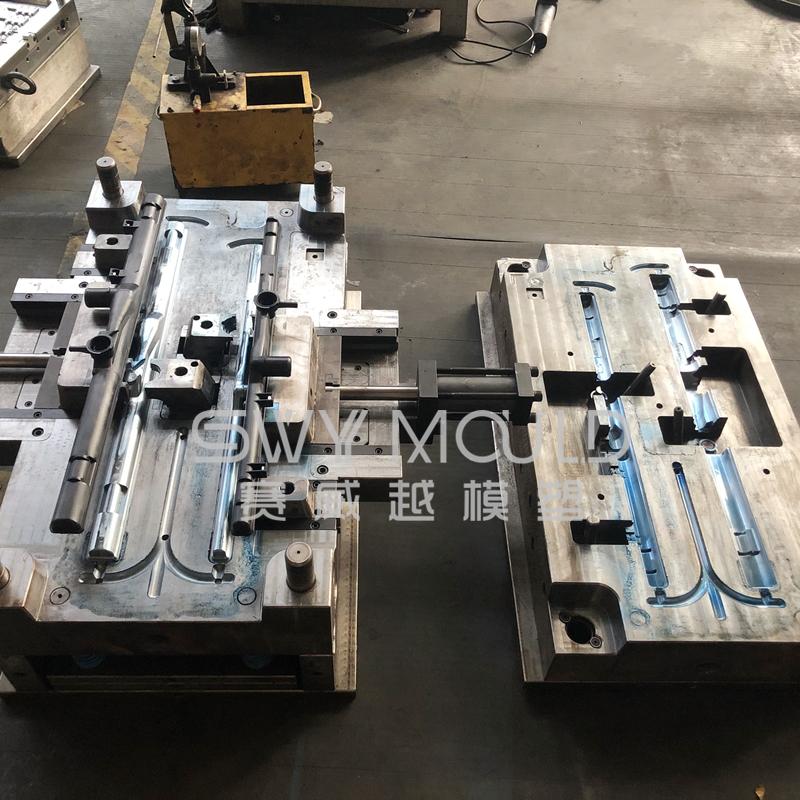 PA66+30%GF Plastic Car Radiator Tank Mold